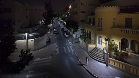 """פנס רחוב, קופסת אור, 76x130 ס""""מ, 2014"""
