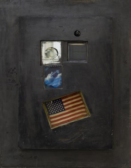 """ה Naitive המתפעל, טכניקה מעורבת, דגל ארה""""ב, מראה מטופלת, הולוגרמה, שנות ה-80"""